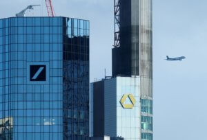 Deutsche Bank: Περικοπές λόγω αποτυχημένων επενδύσεων – Πτώση ρεκόρ της μετοχής!