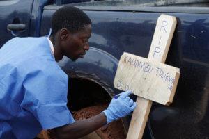 Έμπολα: Δεν έχει τέλος ο εφιάλτης – Πάνω από χίλιοι νεκροί στο Κονγκό