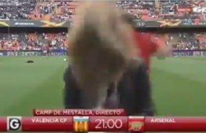 Βαλένθια – Άρσεναλ: Ρεπόρτερ δέχτηκε μπάλα… κατακέφαλα! video