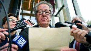 Εφημερίδα καταδικάστηκε να δώσει αποζημίωση – μαμούθ στον Τζέφρι Ρας!