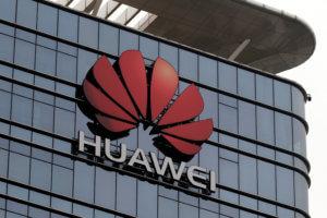 ΗΠΑ: Διάταγμα Τραμπ αποκλείει τη Huawei από την αμερικανική αγορά