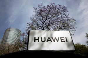 Huawei: Η πρώτη αντίδραση για τον αποκλεισμό της από την αμερικανική αγορά