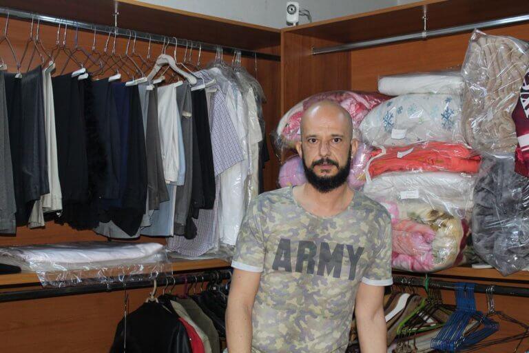 Λάρισα: Το καθαριστήριο που γέμισε ξεχασμένα ρούχα – Οι γαμπροί, οι πεθερές και τα απρόοπτα [pics]