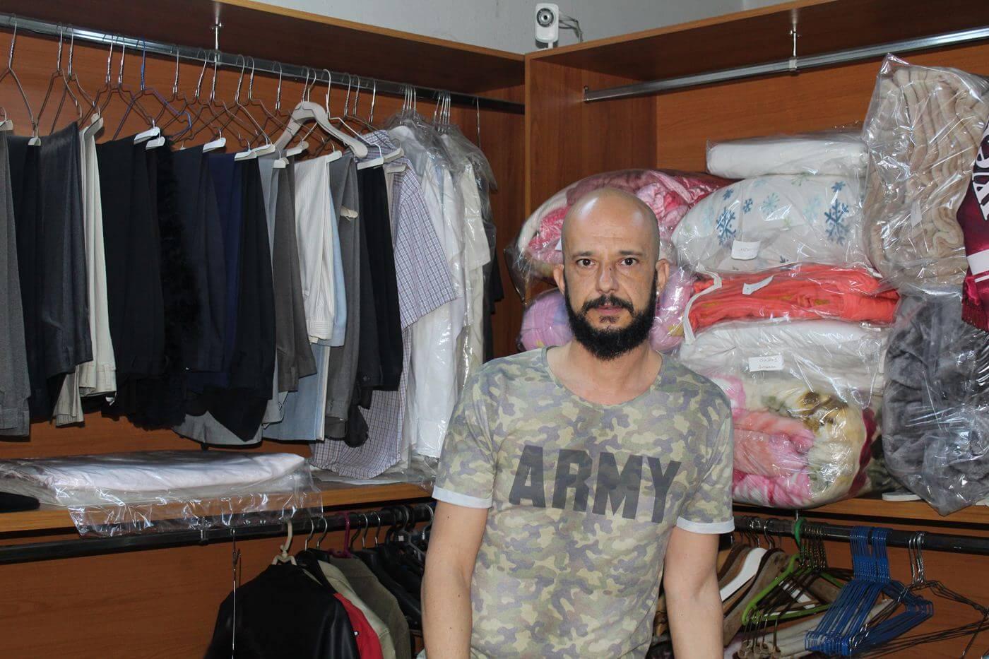 Λάρισα: Το καθαριστήριο που γέμισε ξεχασμένα ρούχα – Οι γαμπροί, οι πεθερές και τα απρόοπτα (pics)
