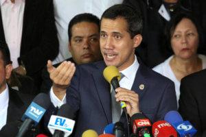 """Βενεζουέλα: """"Πιστούς"""" στον στρατό ψάχνει να βρει ο Γκουαϊδό μετά το αποτυχημένο πραξικόπημα"""