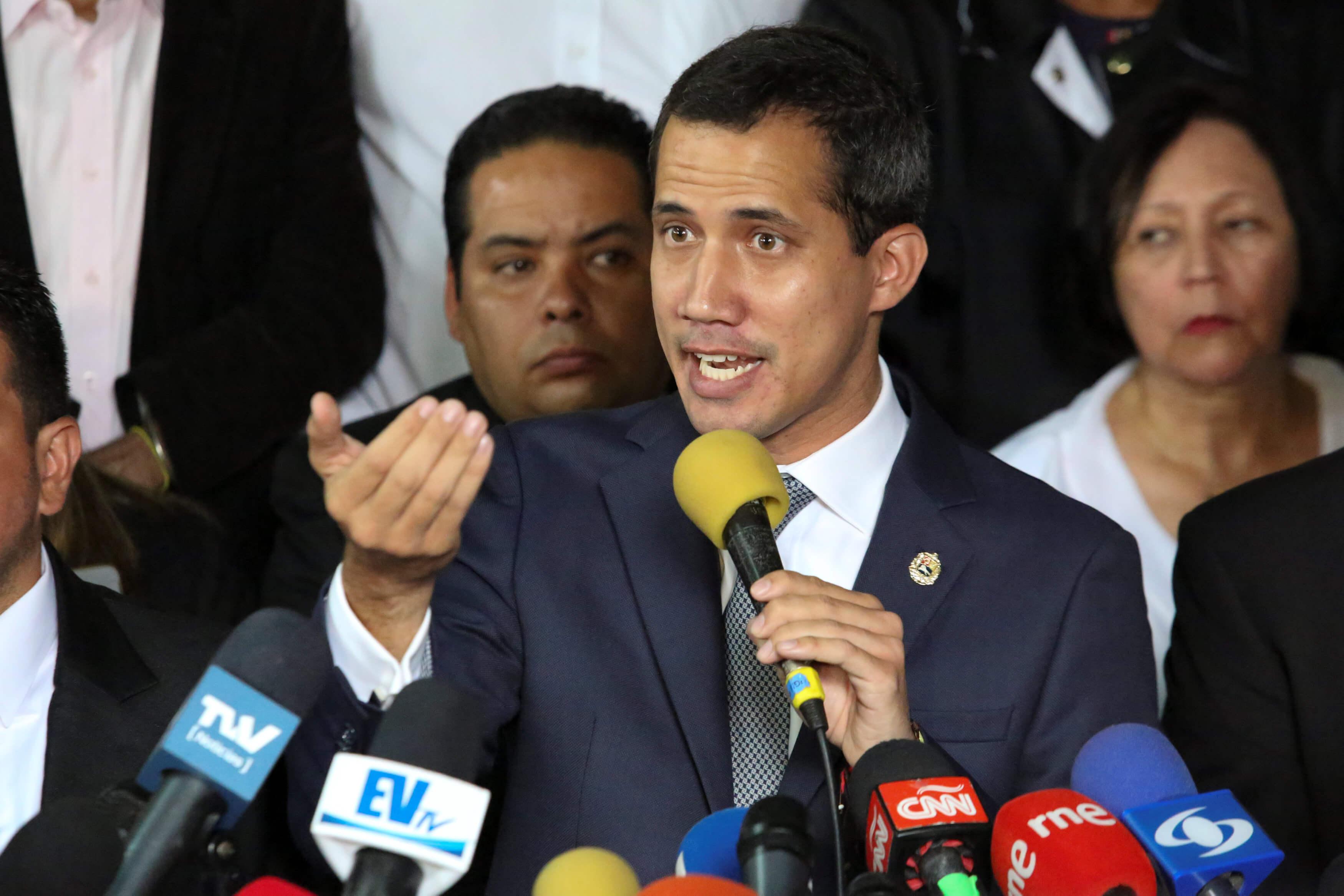 Δεν το βάζει κάτω ο Γκουαϊδό – Θέλει συνεργασία με τους Αμερικανούς για να ρίξει το Μαδούρο