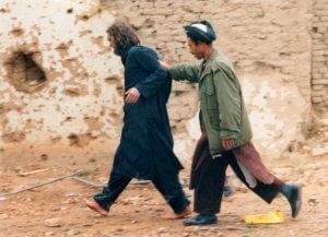 Αντιδράσεις για την απελευθέρωση του διαβόητου «Αμερικάνου Ταλιμπάν» Τζον Ουόκερ Λιντ