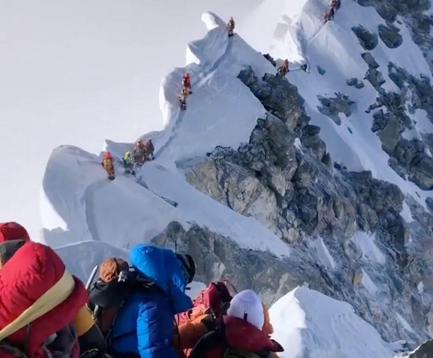 Έβερεστ: Γι' αυτό πεθαίνουν οι ορειβάτες που θέλουν να κατακτήσουν την κορυφή του κόσμου – Video