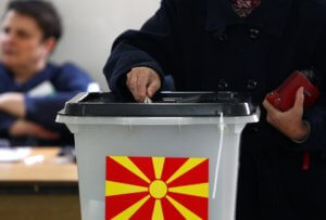Βόρεια Μακεδονία: Στέβο Πεντάροφσκι – Γκορντάνα Σιλιάνοφσκα στο 2ο γύρο των προεδρικών εκλογών