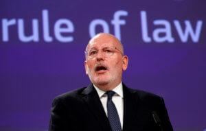 ΕΕ: Να θεσπιστεί ευρωπαϊκός κατώτατος μισθός ζητά ο Τίμερμανς