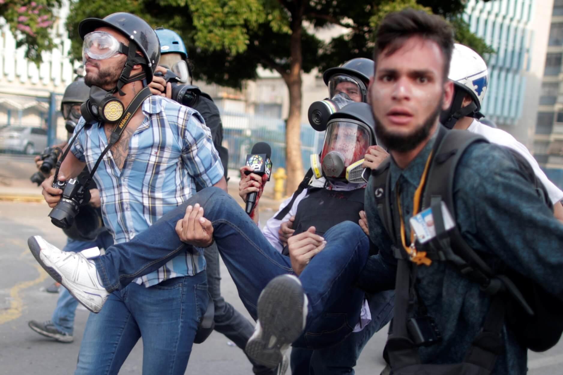 Βενεζουέλα: Χύθηκε το πρώτο αίμα λέει η Αντιπολίτευση - Γενική απεργία θέλει ο Γκουαϊδό