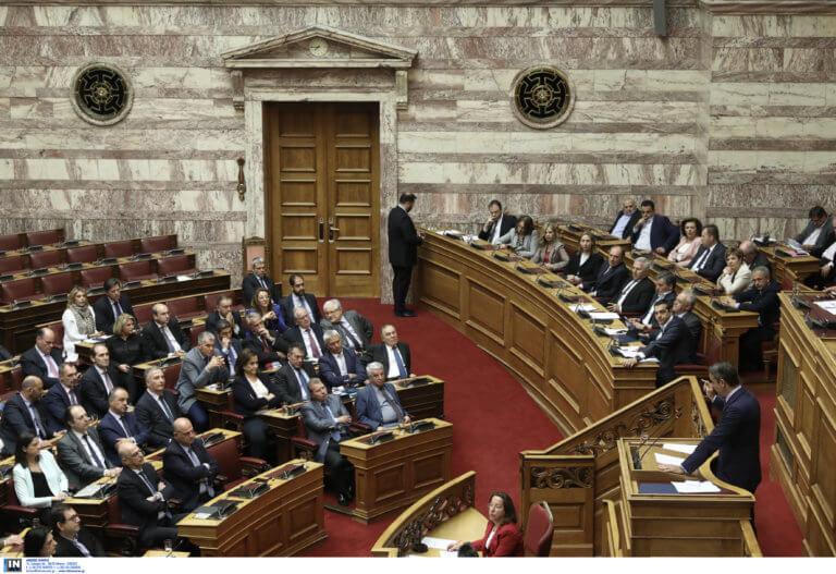 ΝΔ για Βουλή: Γιατί ο Μητσοτάκης επέλεξε να μην απαντήσει στον Τσίπρα