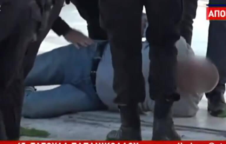 Καλλιθέα: Καρέ – καρέ η στιγμή που συλλαμβάνεται ο 52χρονος αδελφοκτόνος – video