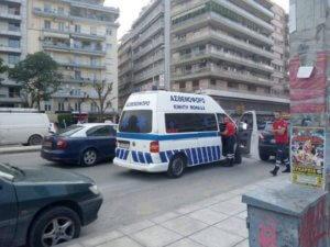 Ασθενοφόρο συγκρούστηκε με αυτοκίνητο στη Θεσσαλονίκη [pics]