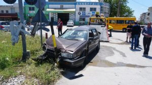Λάρισα: Αυτοκίνητο παρασύρθηκε από τρένο – Τραυματίστηκε ο οδηγός του ΙΧ!