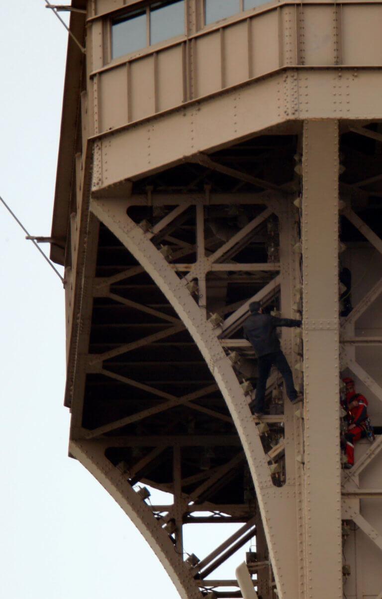 Εκκενώθηκε ο Πύργος του Άιφελ – video