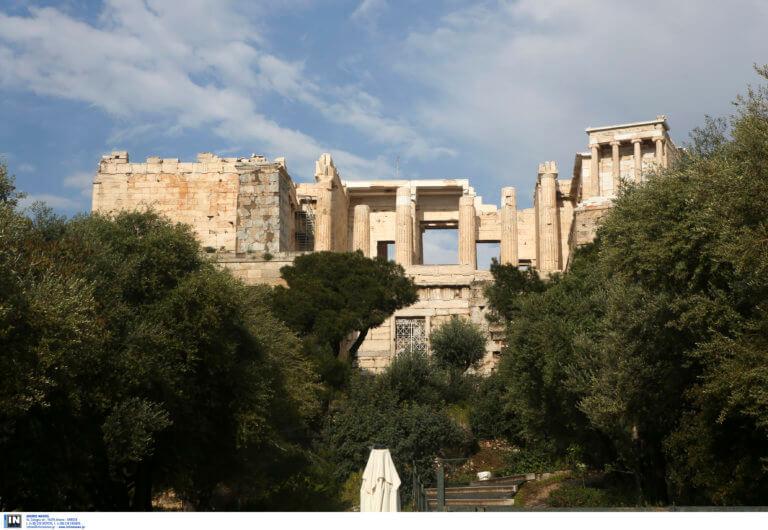 Αρχαιολόγοι: Το αναβατόριο ΑμεΑ στην Ακρόπολη ήταν εκτός λειτουργίας από το φθινόπωρο