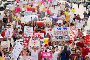 Αλαμπάμα: Χιλιάδες στους δρόμους κατά της απαγόρευσης των εκτρώσεων