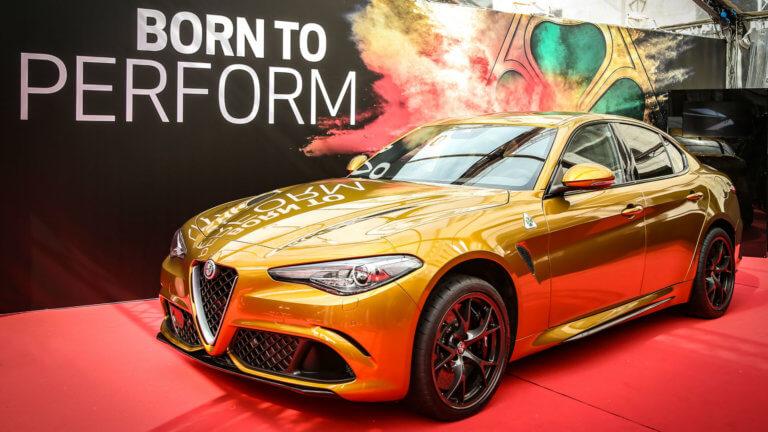 Μια χρυσή Alfa Romeo Giulia Quadrifoglio για το Mille Miglia