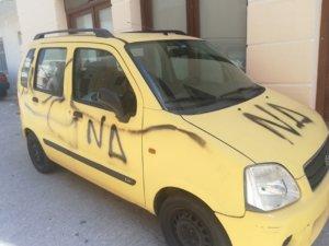 Σύρος: Πλησίασε το αυτοκίνητό του και έγινε έξαλλος – Προσπαθούσε να πιστέψει στα μάτια του [pics]