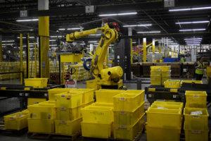 Χιλιάδες απολύσεις έρχονται στην Amazon – Αντικαθιστά με μηχανές τους εργαζόμενους