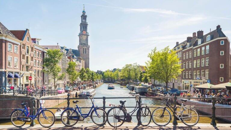 Τέλος τα θερμικά αυτοκίνητα στο Άμστερνταμ από το 2030