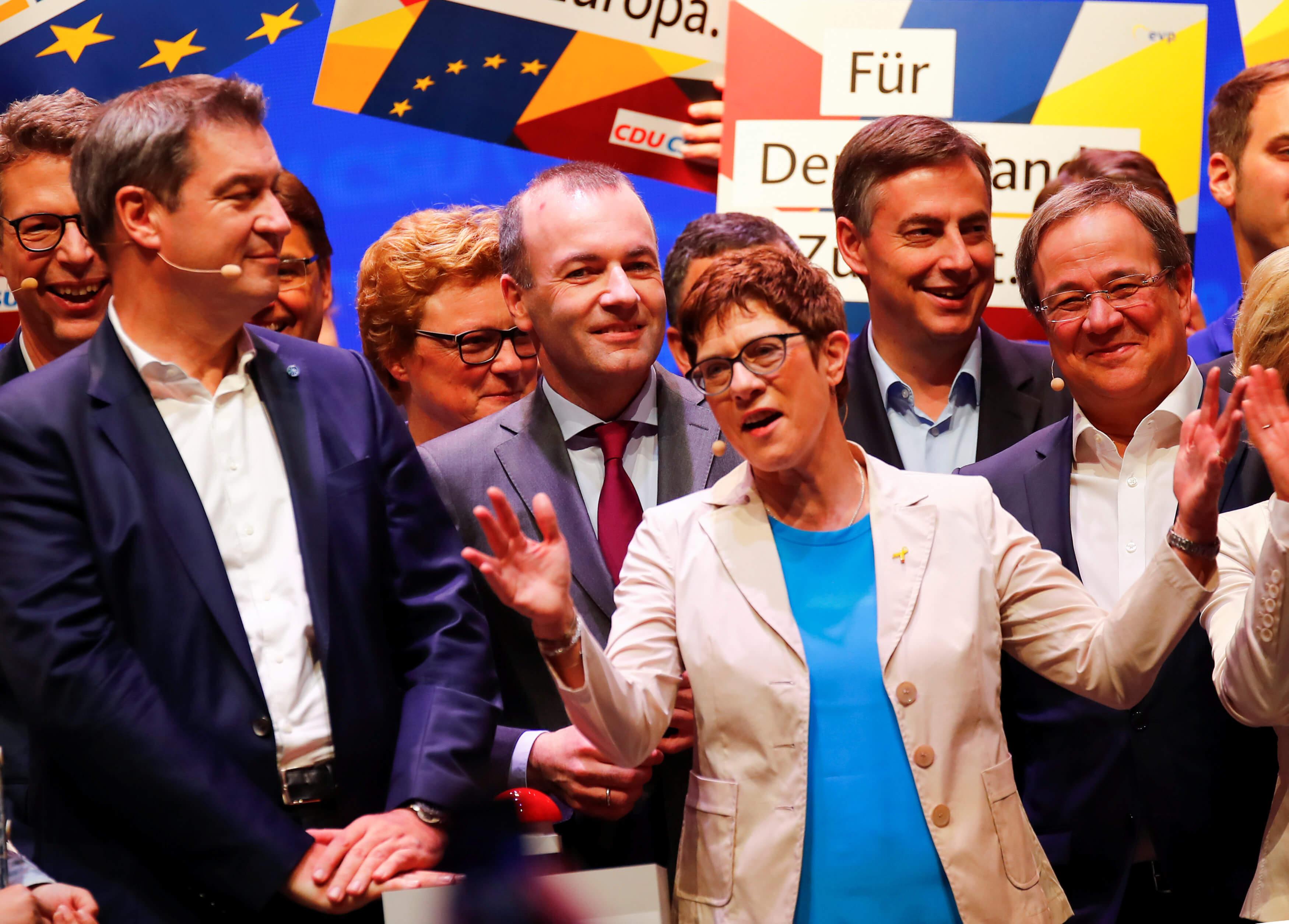 Δεν βιάζεται η Άνεγκρετ Κραμπ - Καρενμπάουερ!  Δεν θα αναλάβει την καγκελαρία πριν από το 2021