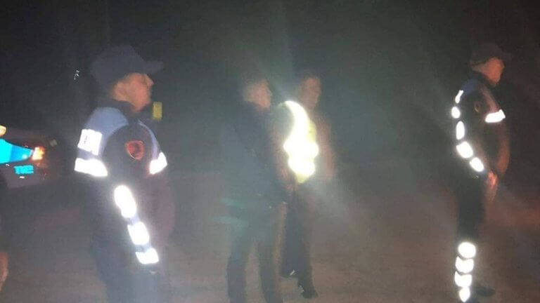Τις ελληνικές πινακίδες από το Δήμο Φοινίκης ξήλωσε η αλβανική αστυνομία – video