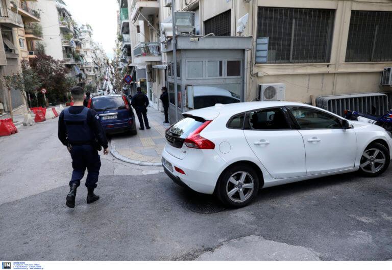 Επίθεση από 20 άτομα στο Αστυνομικό Τμήμα Εξαρχείων – Πέταξαν μολότοφ