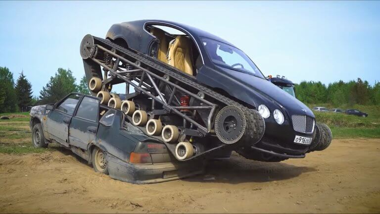 Μια Bentley Continental GT με… ερπύστριες που δεν σταματά πουθενά! [vid]