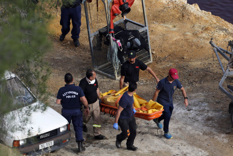Κύπρος: Λύγισαν οι πυροσβέστες όταν ανακάλυψαν την βαλίτσα με την 8χρονη Έλενα
