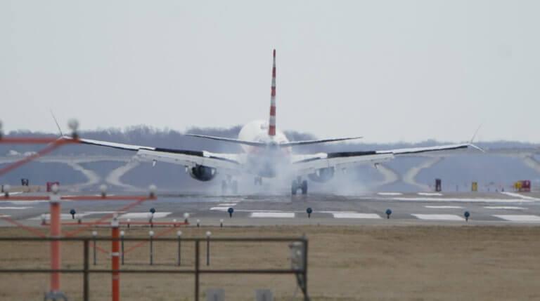 Έπαθε εγκεφαλικό στον αέρα – Αναγκαστική προσγείωση στο αεροδρόμιο του Ηρακλείου