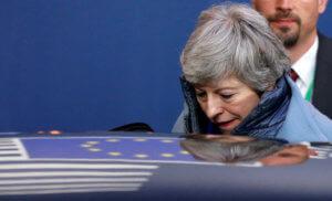 Brexit: Μέχρι και νέο δημοψήφισμα υπόσχεται η Μέι για να περάσει η συμφωνία της