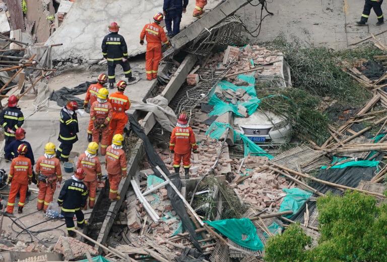 Κίνα: Αγωνία για τους εγκλωβισμένους μετά από κατάρρευση κτιρίου [pics]