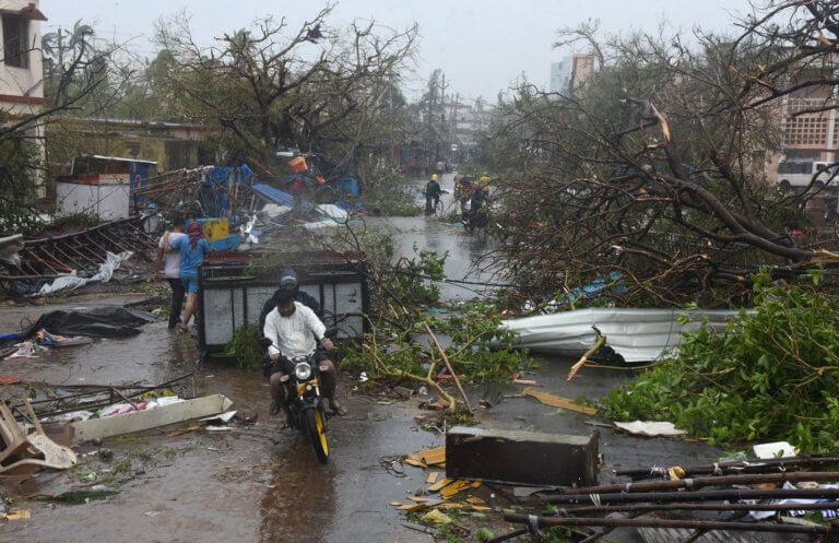 """Στη δίνη του κυκλώνα """"Φάνι"""" η Ινδία! Οκτώ οι νεκροί – video"""