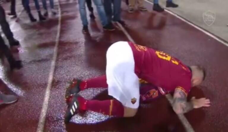 Ρόμα: Γονάτισε μπροστά στους οπαδούς ο Ντε Ρόσι! – video