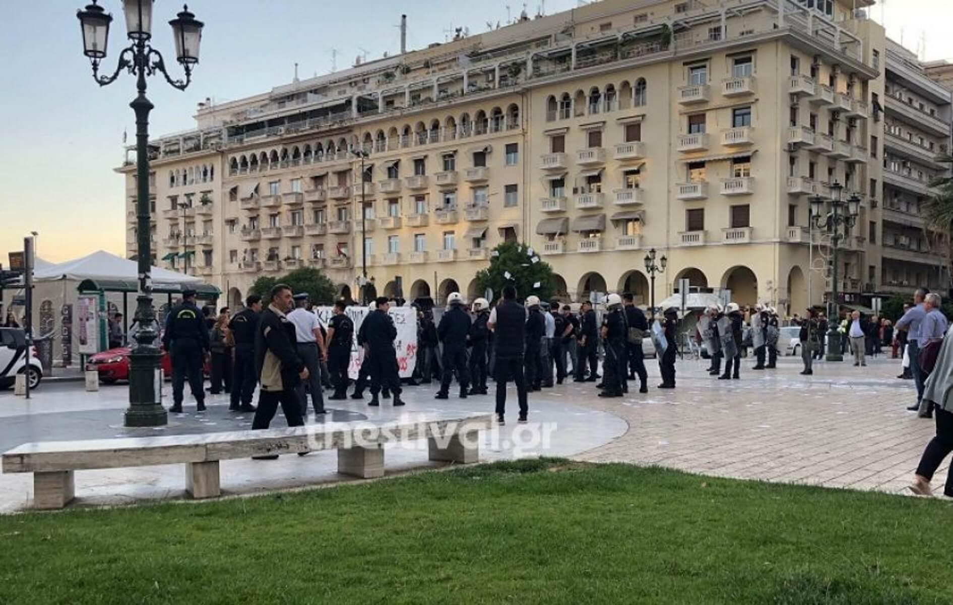 Θεσσαλονίκη: Διαμαρτυρία για τον Κουφοντίνα έξω από ομιλία του Μεϊμαράκη