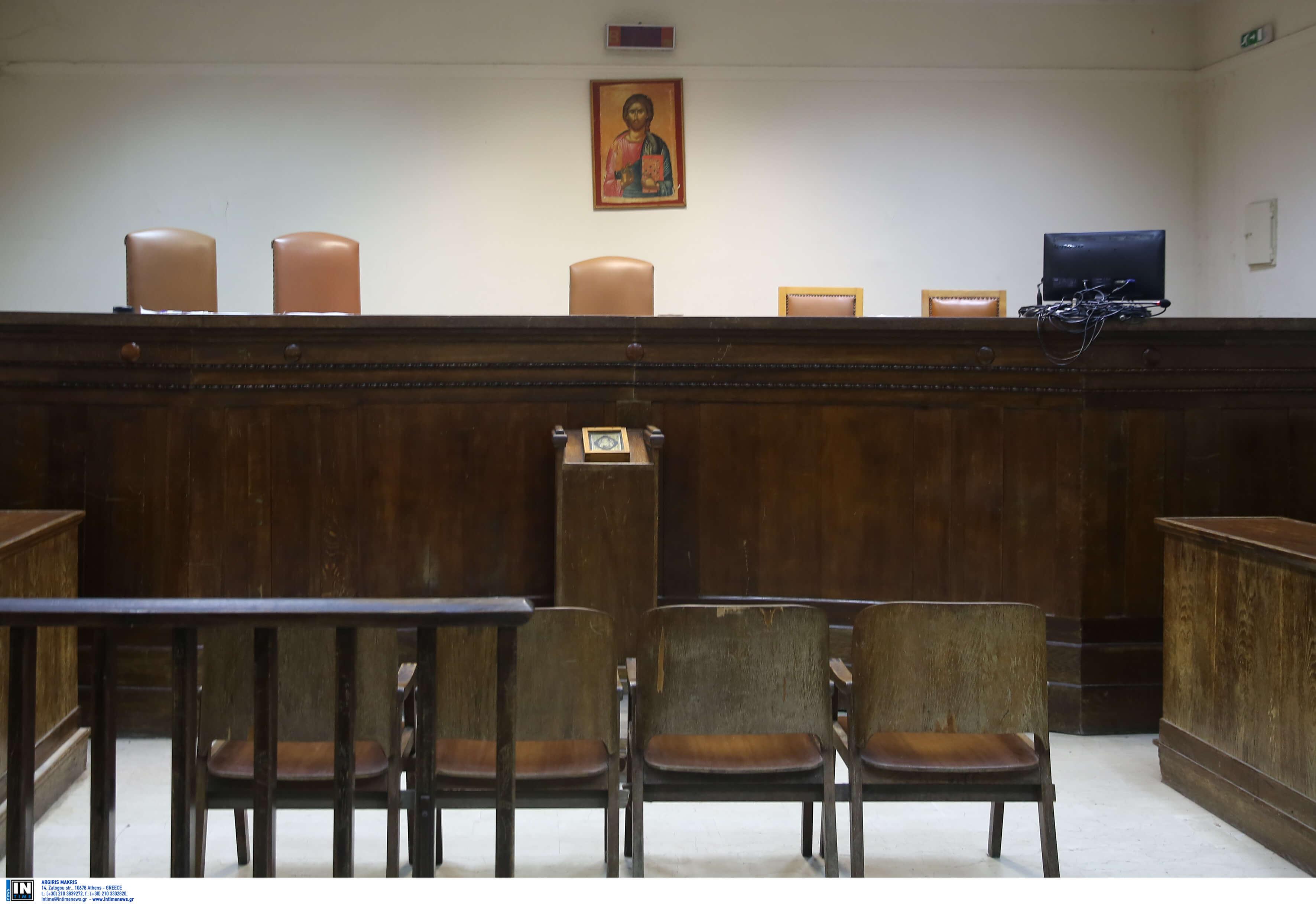 Στα έδρανα θα καθίσουν την Παρασκευή και οι διοικητικοί δικαστές