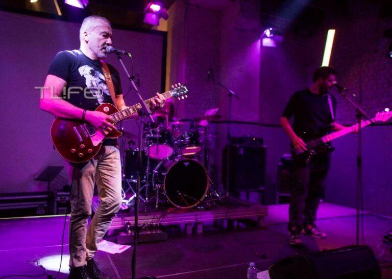Δημήτρης Χατζής: Φωτογραφίες από την ώρα που παίζει κιθάρα στη σκηνή λίγο πριν πεθάνει