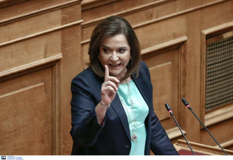 Ντόρα Μπακογιάννη: Ψήφισε με τα… εγγονάκια της!