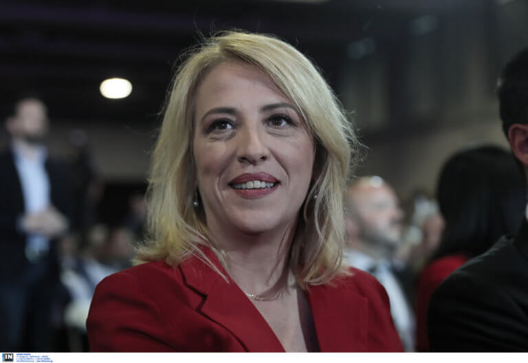 Η Ρένα Δούρου προκαλεί τον Γιώργο Πατούλη σε debate αδιαμεσολάβητα μπροστά στους πολίτες