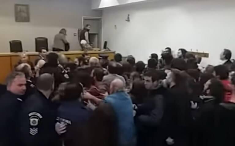 Θεσσαλονίκη: Αναβλήθηκε η δίκη διαδηλωτή κατά των πλειστηριασμών για τα επεισόδια στο Ειρηνοδικείο – video