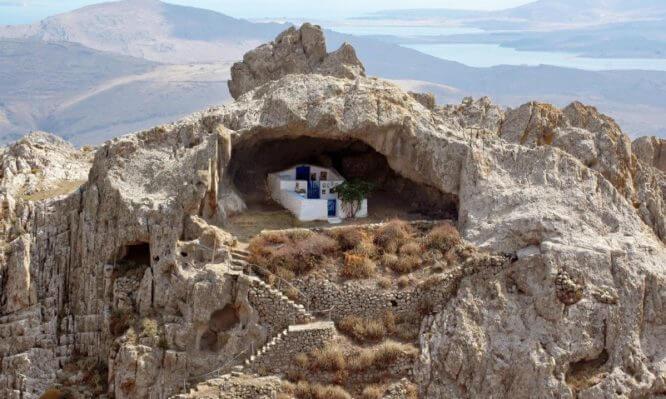 Που βρίσκεται η πιο περίεργη εκκλησία του κόσμου – Φωτογραφίες