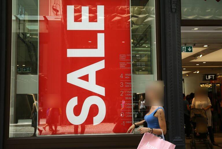 Εκπτώσεις 2019 και Κυριακή με ανοιχτά καταστήματα