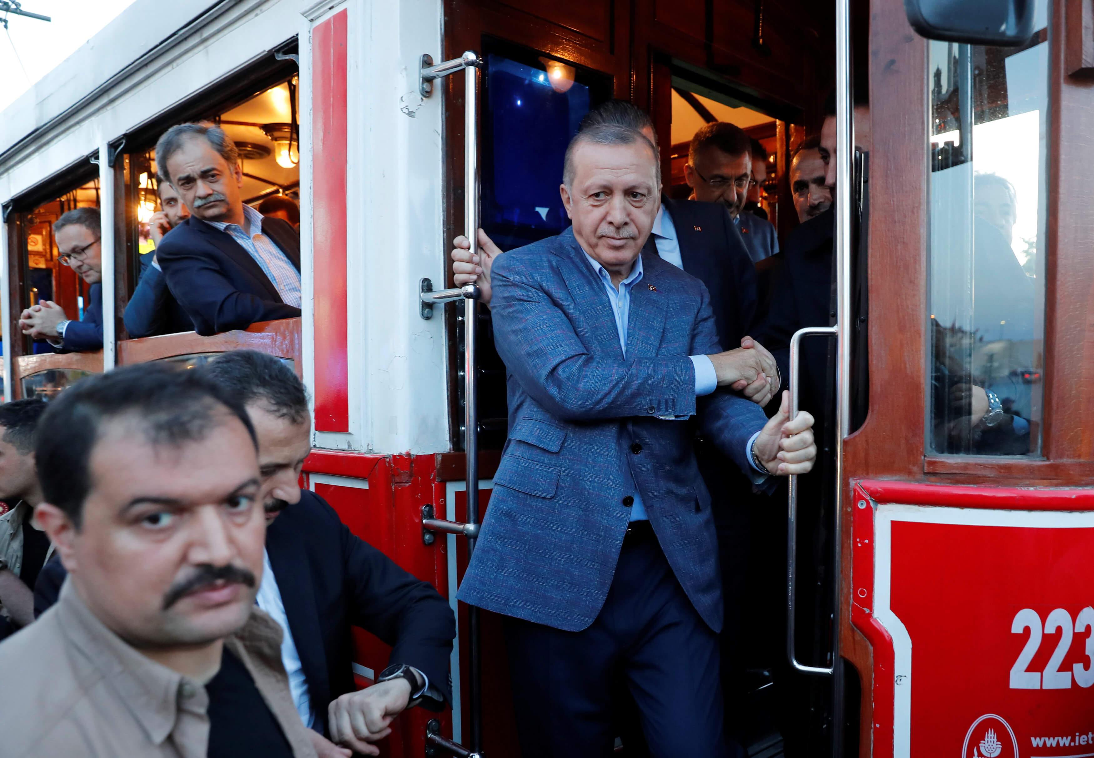 Απόγνωση Ερντογάν - Τρώει απ' τα έτοιμα - Παίρνει 40 δισ. λίρες από τα διαθέσιμα της κεντρικής τράπεζας