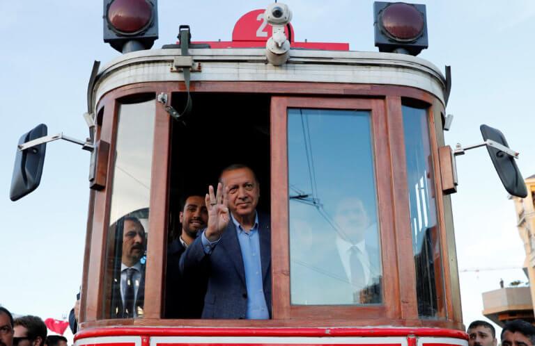 Ο καστανάς άφησε… άφωνο τον Ερντογάν – Το «δολοφονικό» βλέμμα του «σουλτάνου» – video
