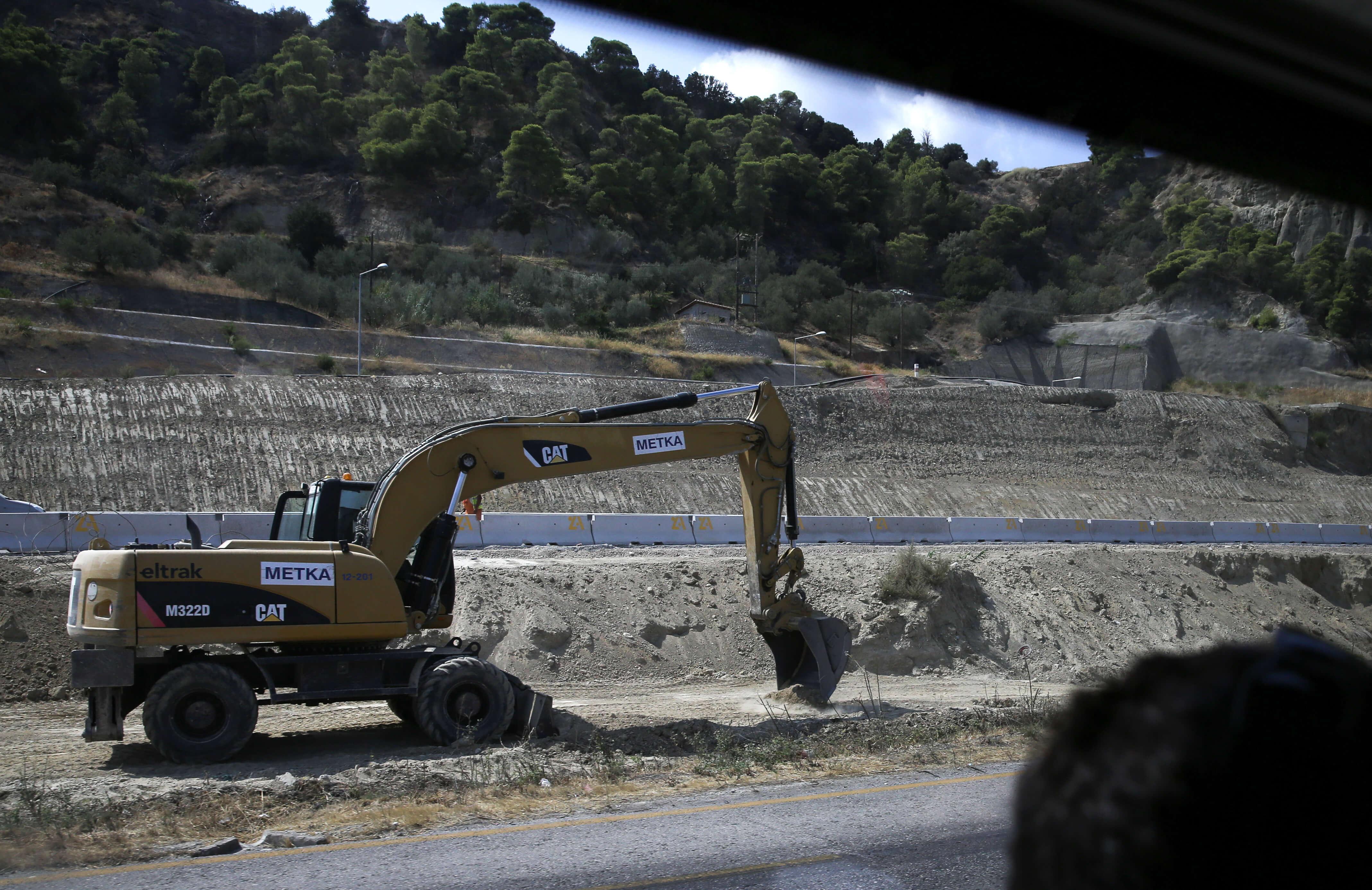 """""""Καταπέλτης"""" η PwC για την Ελλάδα – """"Στα 25 δισ. ευρώ τα ανεκτέλεστα έργα"""""""