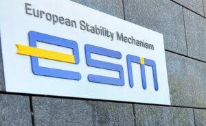Στράουχ: Η Ελλάδα δεν θα πετύχει πρωτογενές πλεόνασμα 3,5% – Ανησυχία ESM από τις παροχές Τσίπρα