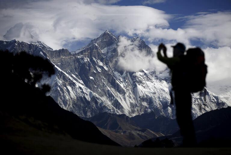 Νεπάλ: Τρεις ακόμη νεκροί στην κορυφή του Έβερεστ [pics]