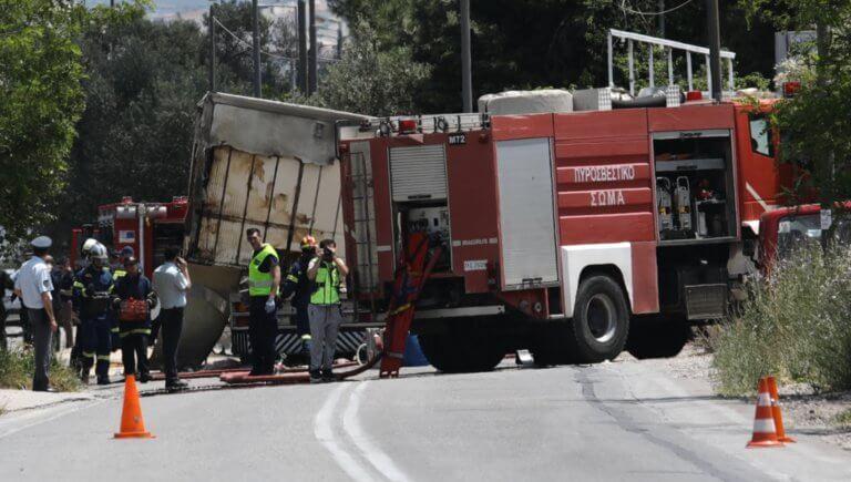 Τροχαίο στην Κορωπίου – Μαρκοπούλου: Τους καταπλάκωσε το ψυγείο του φορτηγού!